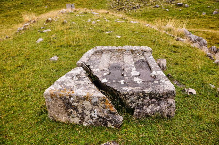 Drevno groblje na Loli...