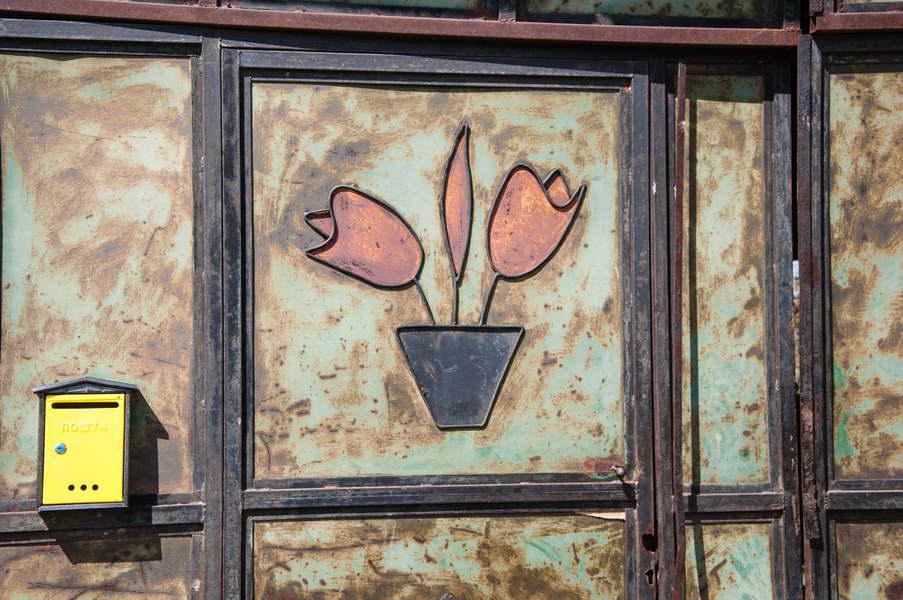 A rustic door in the village Davidovac