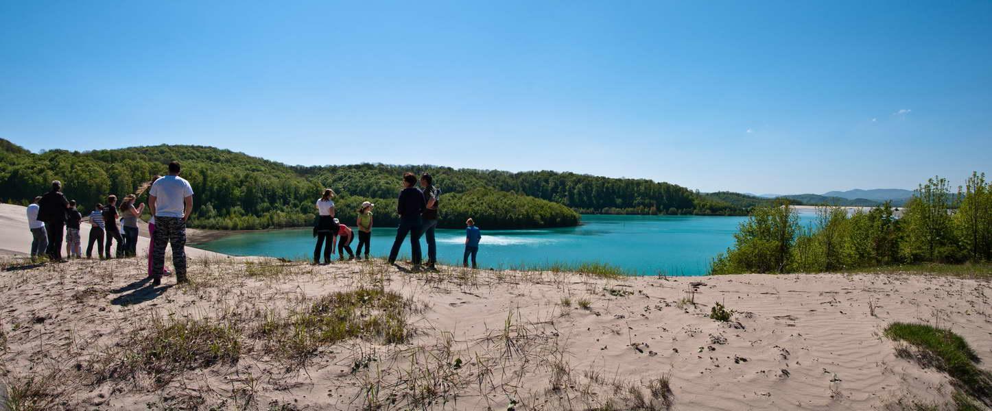 Jer ovo nije neka tropska laguna, već jezero jalovine