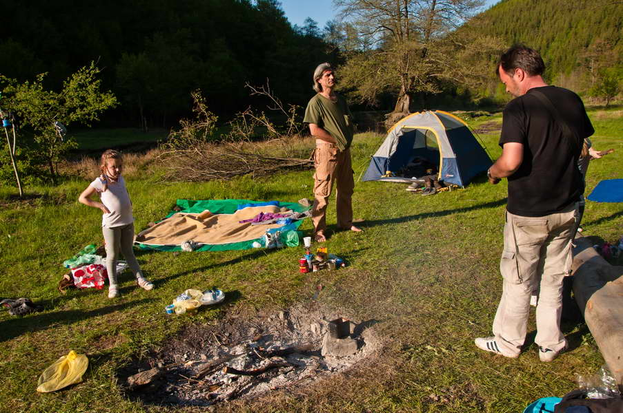 Opušteno popodne u kampu na reci