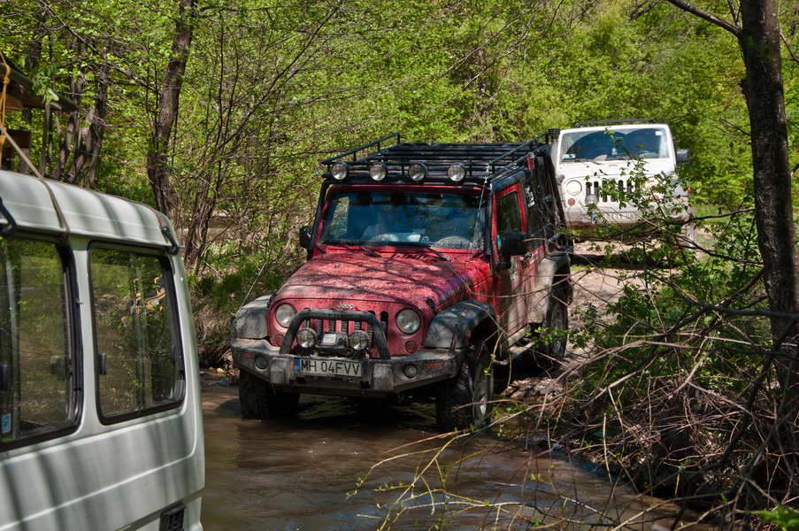 Na putu do kanjona Jagnilo se gazi nekoliko puta