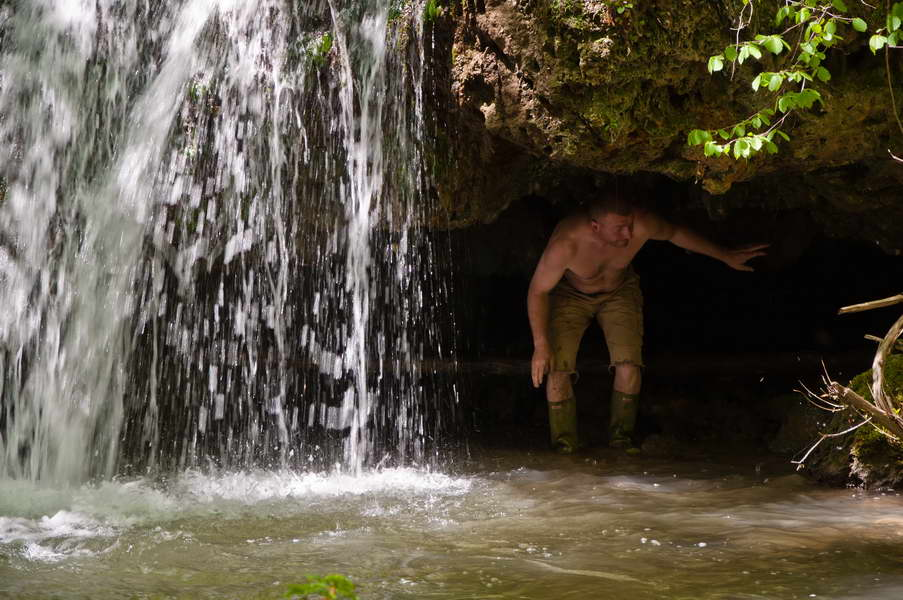 Aleksandar ispod vodopada