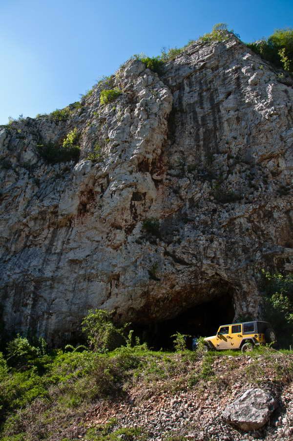 Pećina u kanjonu Tisnice