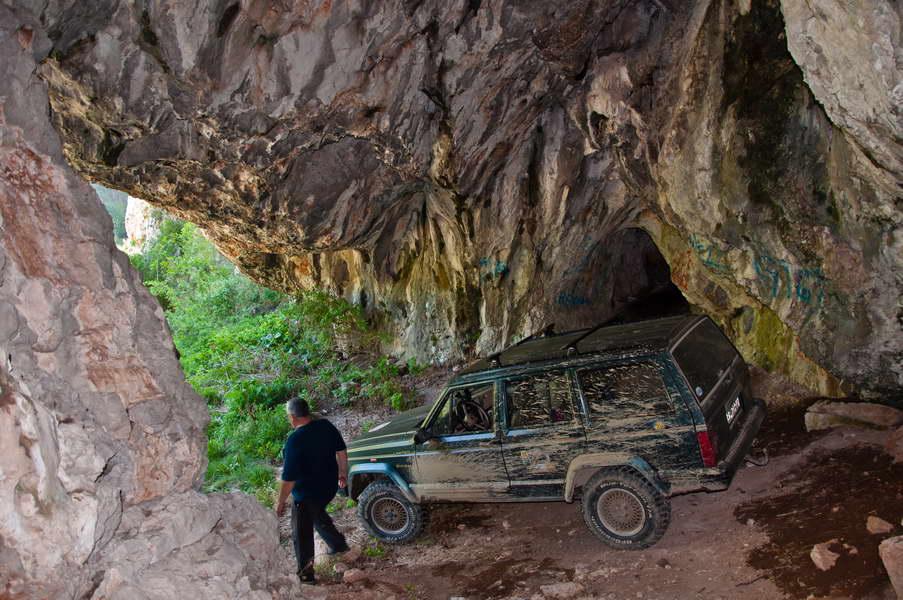 U pećini ima mesta za nekoliko Jeep-ova