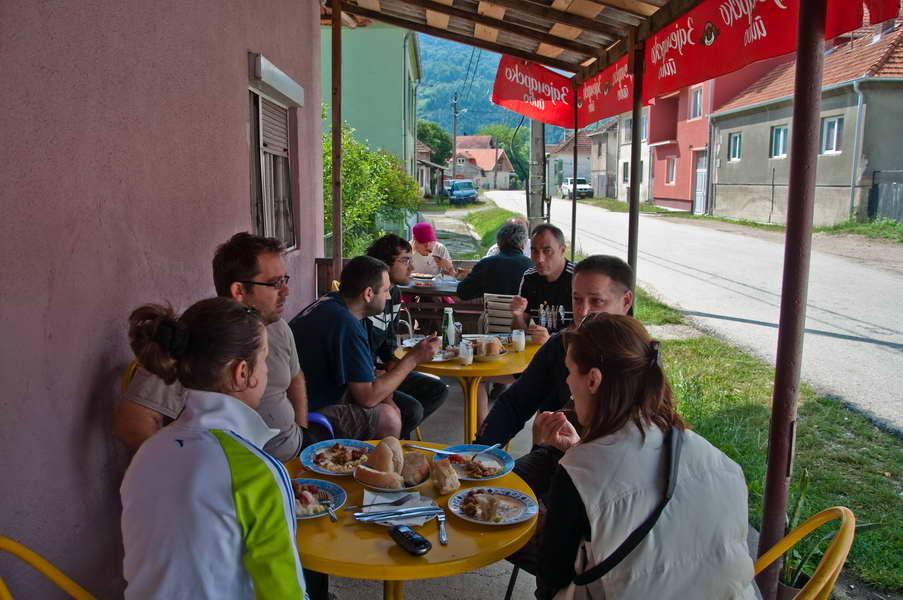 Doručak u Debelom Lugu