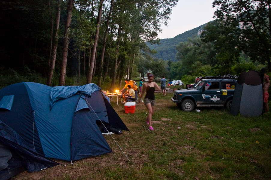 Prva noć u kampu na Neri