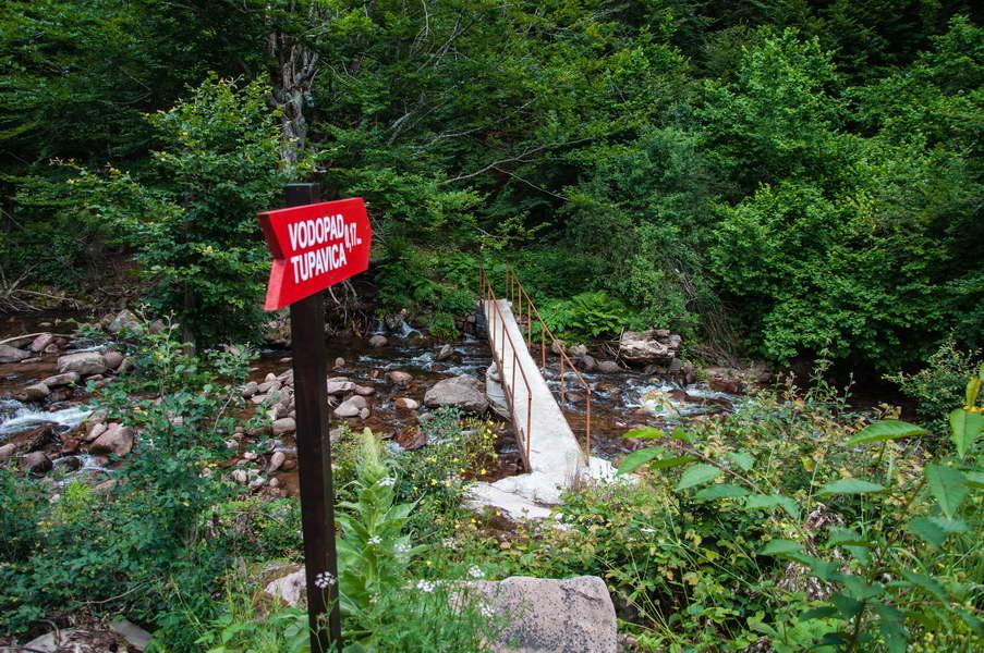 Postavljen je putokaz za vodopad Tupavica i sagrađen most